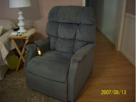 Recliner Chair Lift- Like NEW